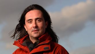 Neil Oliver - The Story of These Islands in 100 Places